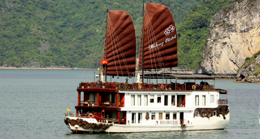 Vietnam-holiday-violet-halong-cruise-Violet_TheShip