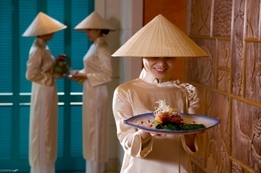 Vietnam-woman-colonial-hat